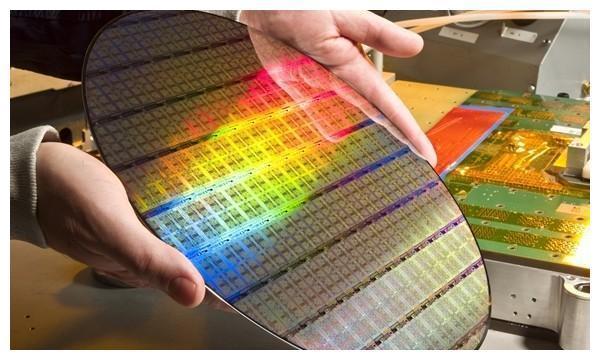 中芯国际年底生产7nm工艺 或破解美国制裁等难题